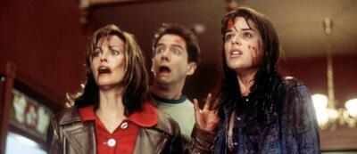 Neve Campbell schreit gemeinsam mit Courtney Cox und Jamie Kennedy in Scream