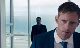 Dirty Cops - War on Everyone mit Alexander Skarsgård und Michael Peña - Bild 39