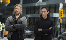 Thor 3: Tag der Entscheidung mit Tom Hiddleston und Chris Hemsworth - Bild 25