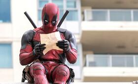 Deadpool mit Ryan Reynolds - Bild 1