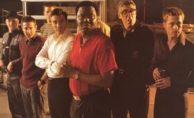 Ocean's Eleven mit Brad Pitt, Matt Damon, George Clooney, Scott Caan, Bernie Mac und Elliott Gould - Bild 17