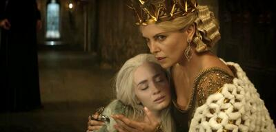 Emily Blunt und Charlize Theron in The Huntsman &The Ice Queen