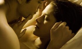 Robert Pattinson in Breaking Dawn - Bis(s) zum Ende der Nacht: Teil 1 - Bild 149