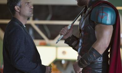 Thor 3: Tag der Entscheidung mit Mark Ruffalo und Chris Hemsworth - Bild 12