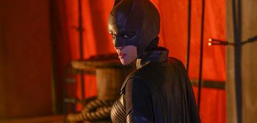 Kate in ihrem ersten Batwoman-Kostüm