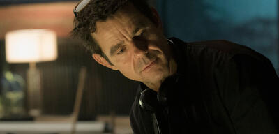 Tom Tykwer am Set von Babylon Berlin