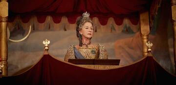 Katharina die Große (Helen Mirren) hält eine Rede.