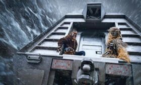 Solo: A Star Wars Story mit Alden Ehrenreich und Joonas Suotamo - Bild 21