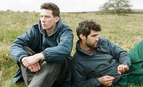God's Own Country mit Alec Secareanu und Josh O'Connor - Bild 11
