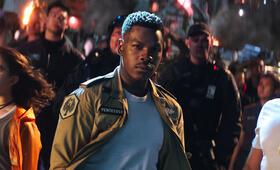 Pacific Rim 2: Uprising mit John Boyega, Scott Eastwood und Cailee Spaeny - Bild 34