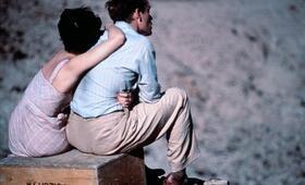 Himmel über der Wüste mit Debra Winger und Campbell Scott - Bild 2