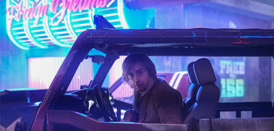 Justin Theroux in Mute