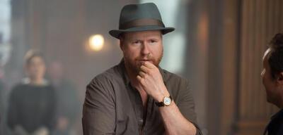Joss Whedon auf dem Set von Marvel's The Avengers 2: Age of Ultron
