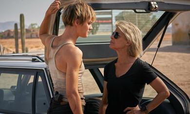 Terminator: Dark Fate mit Mackenzie Davis und Linda Hamilton - Bild 3