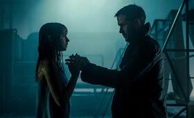 Blade Runner 2049 mit Ryan Gosling und Ana de Armas - Bild 8