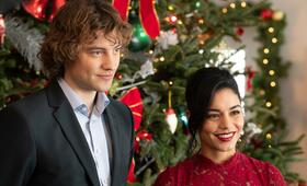 The Knight Before Christmas mit Vanessa Hudgens und Josh Whitehouse - Bild 11