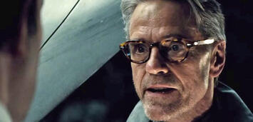 Bild zu:  Jeremy Irons in Batman v Superman: Dawn of Justice