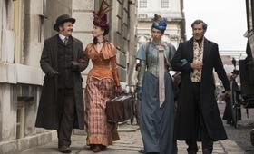 Holmes und Watson mit Will Ferrell, John C. Reilly, Rebecca Hall und Lauren Lapkus - Bild 2
