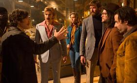 Free Fire mit Cillian Murphy, Brie Larson, Sharlto Copley, Armie Hammer, Noah Taylor, Jack Reynor und Babou Ceesay - Bild 30