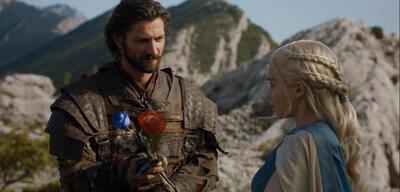 Daario schenkt Daenerys Blumen <3