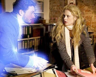 Jana (Diana Amft) kann sich ihres geistigen Freundes Tom nicht erwehren.