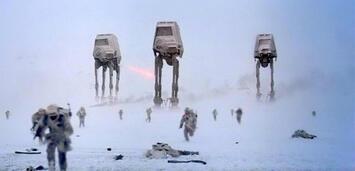 Bild zu:  AT-ATs bei der Schlacht von Hoth in Das Imperium schlägt zurück
