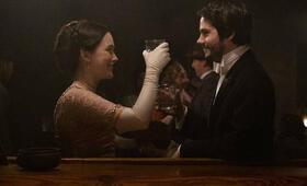 Amazing Stories, Amazing Stories - Staffel 1 mit Dylan O'Brien und Victoria Pedretti - Bild 2