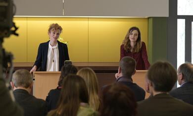 Frau Jordan stellt gleich, Frau Jordan stellt gleich - Staffel 1 mit Katrin Bauerfeind und Adina Vetter - Bild 8