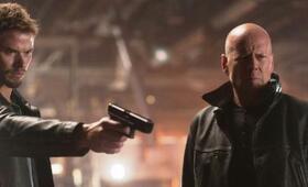 Extraction - Operation Condor mit Bruce Willis und Kellan Lutz - Bild 208