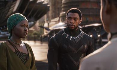 Black Panther mit Lupita Nyong'o und Chadwick Boseman - Bild 5