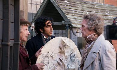 David Copperfield - Einmal Reichtum und zurück mit Hugh Laurie, Peter Capaldi und Dev Patel - Bild 2