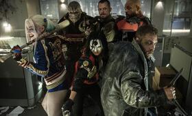 Suicide Squad mit Will Smith, Margot Robbie, Joel Kinnaman, Adewale Akinnuoye-Agbaje, Jai Courtney und Karen Fukuhara - Bild 88