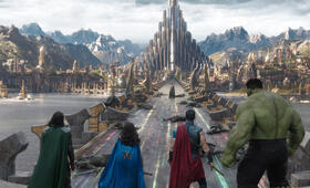 Thor 3: Tag der Entscheidung mit Tom Hiddleston, Mark Ruffalo, Chris Hemsworth und Tessa Thompson - Bild 51
