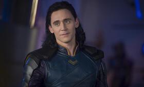 Thor 3: Tag der Entscheidung mit Tom Hiddleston - Bild 22