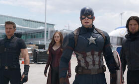 The First Avenger: Civil War mit Chris Evans, Elizabeth Olsen und Sebastian Stan - Bild 67