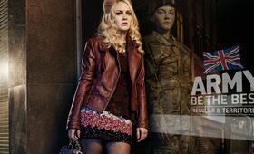Eine Frau an der Front, Staffel 1 mit Lacey Turner - Bild 8