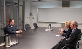 The Accountant mit Ben Affleck, Andy Umberger und Jean Smart - Bild 9