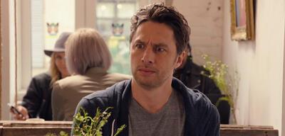 Zach Braff im ersten Trailer zu Alex, Inc.