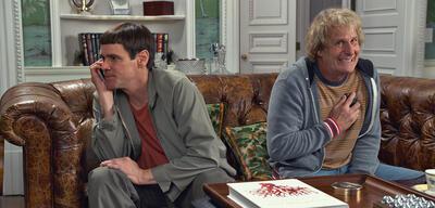 Jim Carrey nebenJeff Daniels in Dumm und Dümmehr
