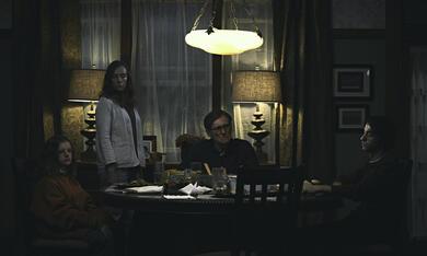 Hereditary - Das Vermächtnis mit Toni Collette, Gabriel Byrne, Alex Wolff und Milly Shapiro - Bild 7