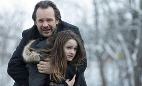 Between the Earth and Sky mit Peter Sarsgaard und Joey King - Bild 5
