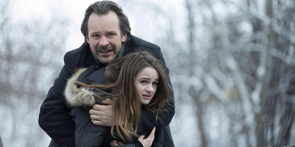 Between the Earth and Sky mit Peter Sarsgaard und Joey King