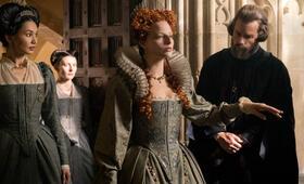 Maria Stuart, Königin von Schottland  mit Margot Robbie, Guy Pearce und Gemma Chan - Bild 6