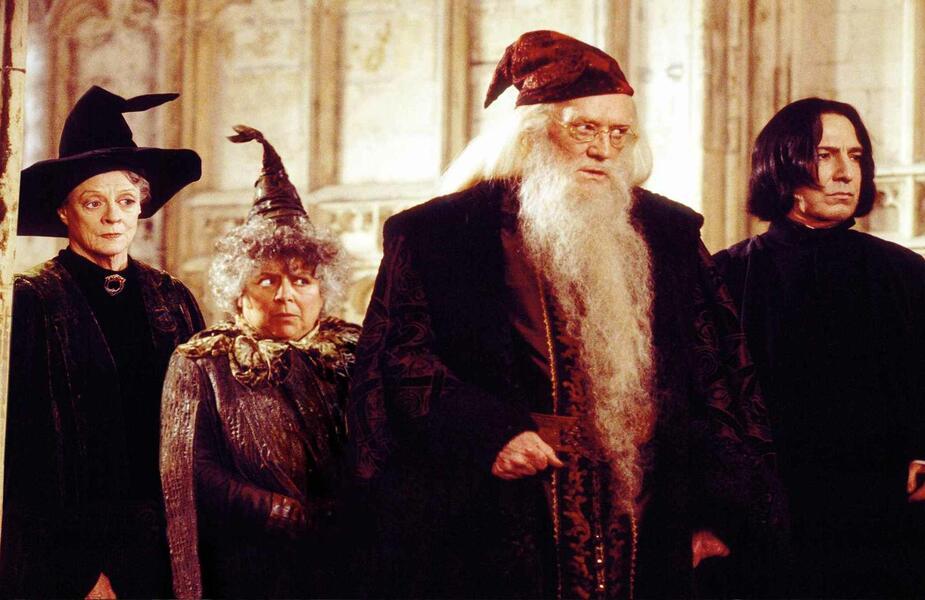 Harry Potter und die Kammer des Schreckens mit Alan Rickman, Maggie Smith, Richard Harris und Miriam Margolyes