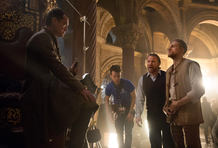King Arthur: Legend of the Sword mit Jude Law und Charlie Hunnam