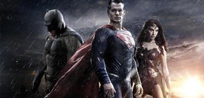 Stolze Gewinner: Batman und Superman