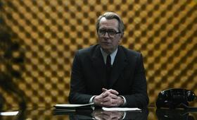 George Smiley (Gary Oldman) - Bild 21