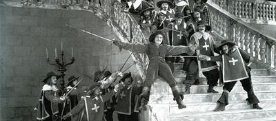 Douglas Fairbanks in Die Drei Musketiere.