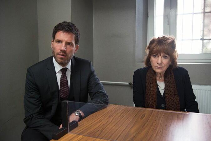 Bella Block: Angeklagt mit Hannelore Hoger und Tim Bergmann
