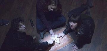 Ouija und Gläserrücken kann sehr gefährlich werden